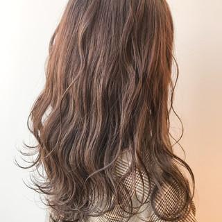 ウェーブ ゆるふわ オフィス ナチュラル ヘアスタイルや髪型の写真・画像 ヘアスタイルや髪型の写真・画像