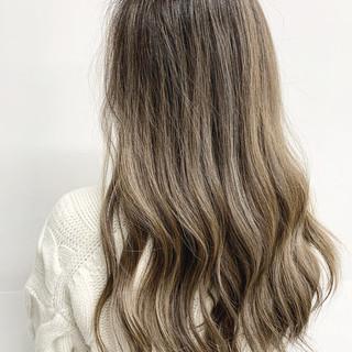 ロング 外国人風カラー バレイヤージュ ミルクティーブラウン ヘアスタイルや髪型の写真・画像