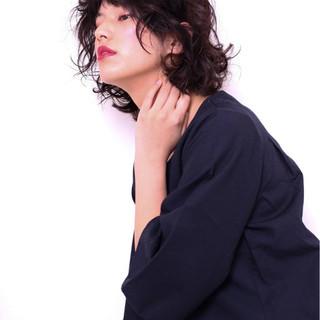 ナチュラル 無造作 黒髪 パーマ ヘアスタイルや髪型の写真・画像