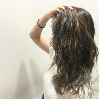 ロング ブラウン 波ウェーブ 外国人風 ヘアスタイルや髪型の写真・画像