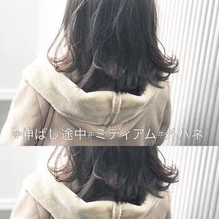 アンニュイほつれヘア ナチュラル ミディアム アッシュグレージュ ヘアスタイルや髪型の写真・画像