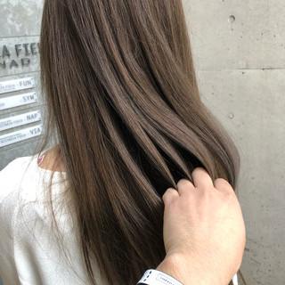 ミルクティーアッシュ 透明感カラー ナチュラル ロング ヘアスタイルや髪型の写真・画像