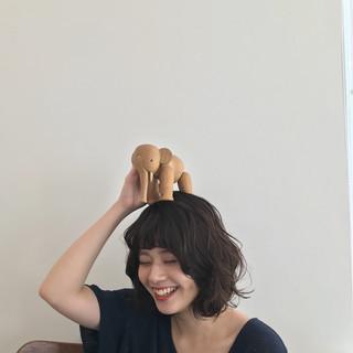 ミディアム ナチュラル ミディアムレイヤー ミディアムヘアー ヘアスタイルや髪型の写真・画像