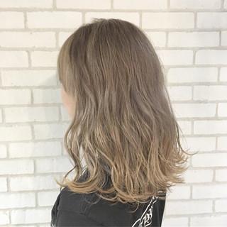 ブリーチ ハイライト グレージュ ナチュラル ヘアスタイルや髪型の写真・画像