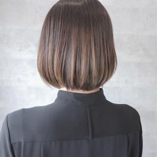 ショート オフィス 色気 グレージュ ヘアスタイルや髪型の写真・画像