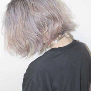 ミディアム ホワイト 外国人風 ハイライト ヘアスタイルや髪型の写真・画像 ヘアスタイルや髪型の写真・画像
