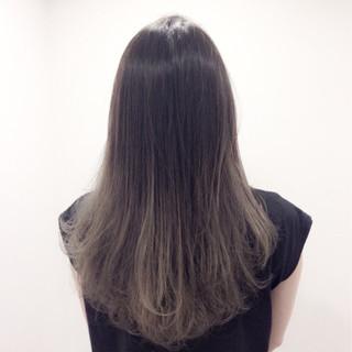 外国人風 グレージュ ロング グラデーションカラー ヘアスタイルや髪型の写真・画像