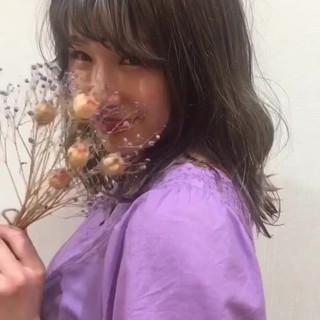 ラベンダーアッシュ 波ウェーブ ブリーチカラー ガーリー ヘアスタイルや髪型の写真・画像