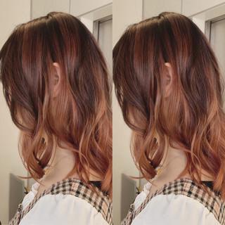 ガーリー レッドカラー バレイヤージュ レッド ヘアスタイルや髪型の写真・画像