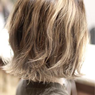 ボブ グラデーションカラー バレイヤージュ ガーリー ヘアスタイルや髪型の写真・画像