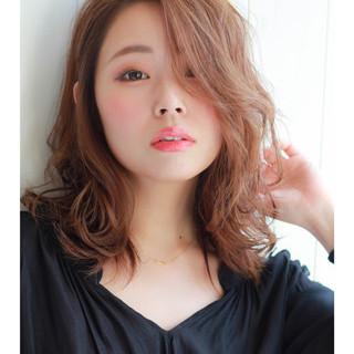 外国人風カラー リラックス イルミナカラー ミディアム ヘアスタイルや髪型の写真・画像