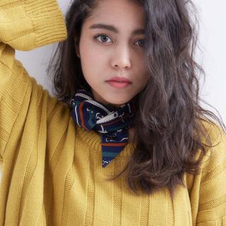 外国人風 ガーリー アッシュ パーマ ヘアスタイルや髪型の写真・画像