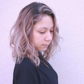 バレイヤージュ グラデーションカラー ハイライト ナチュラル ヘアスタイルや髪型の写真・画像