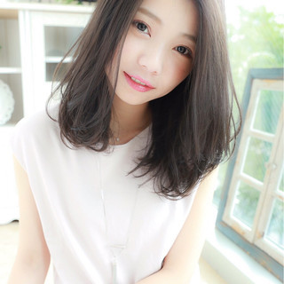 大人かわいい ゆるふわ アッシュ 透明感 ヘアスタイルや髪型の写真・画像