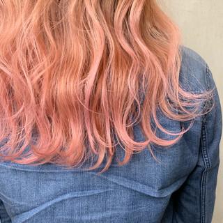 ロング ピンクベージュ ベリーピンク ラズベリーピンク ヘアスタイルや髪型の写真・画像