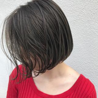 ショートボブ ハイライト ナチュラル 外ハネ ヘアスタイルや髪型の写真・画像 ヘアスタイルや髪型の写真・画像