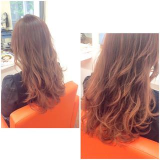 レッド グラデーションカラー ピンク フェミニン ヘアスタイルや髪型の写真・画像