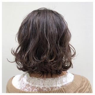 ボブ 切りっぱなしボブ グレージュ フェミニン ヘアスタイルや髪型の写真・画像