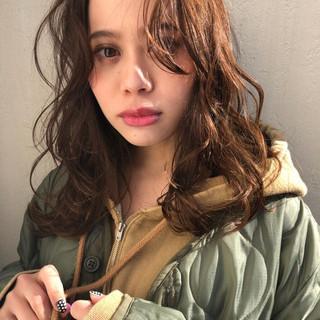 ウルフ カーキ パーマ セミロング ヘアスタイルや髪型の写真・画像