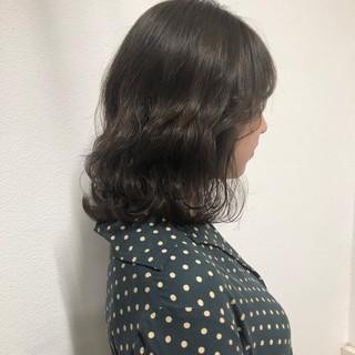 波ウェーブ 透明感 くすみカラー ミディアム ヘアスタイルや髪型の写真・画像