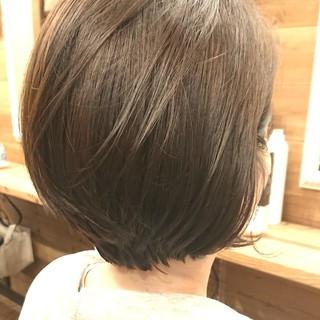 アッシュベージュ ハンサムショート 大人女子 大人ショート ヘアスタイルや髪型の写真・画像