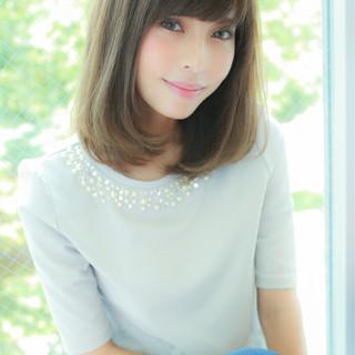ピュア ハイライト ミディアム 前髪あり ヘアスタイルや髪型の写真・画像