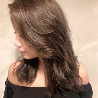 グレージュ セミロング ハイライト アンニュイほつれヘア ヘアスタイルや髪型の写真・画像