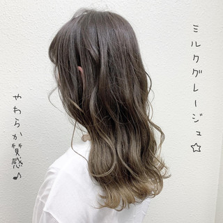 グレージュ バレイヤージュ ハイライト ロング ヘアスタイルや髪型の写真・画像