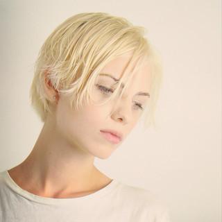 ショート グラデーションカラー フェミニン 外国人風 ヘアスタイルや髪型の写真・画像