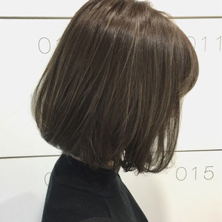 ナチュラル アッシュグレー グレージュ アッシュグレージュ ヘアスタイルや髪型の写真・画像