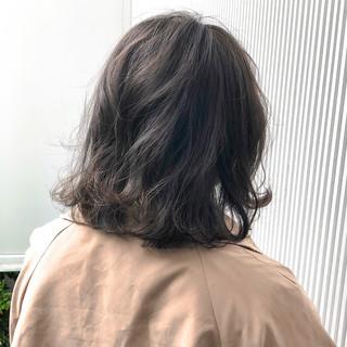 グレージュ アッシュグレージュ ストレート ナチュラル ヘアスタイルや髪型の写真・画像