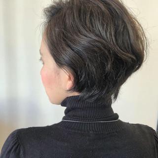大人かわいい ゆるふわパーマ ナチュラル ショート ヘアスタイルや髪型の写真・画像 ヘアスタイルや髪型の写真・画像