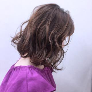 ニュアンス グラデーションカラー ミルクティー 大人かわいい ヘアスタイルや髪型の写真・画像