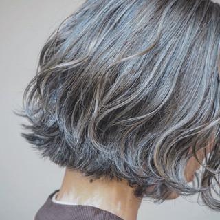 切りっぱなしボブ 巻き髪 3Dハイライト ナチュラル ヘアスタイルや髪型の写真・画像