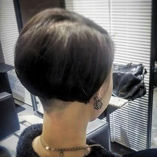 ボブ ツーブロック グレージュ 大人女子 ヘアスタイルや髪型の写真・画像
