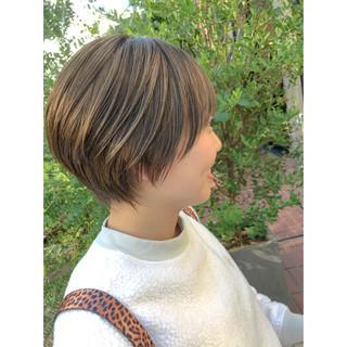 ミニボブ ミルクティーベージュ ナチュラル ハンサムショート ヘアスタイルや髪型の写真・画像