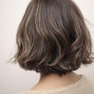極細ハイライト 切りっぱなしボブ ボブ 秋 ヘアスタイルや髪型の写真・画像