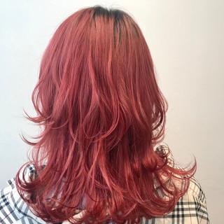 レッドカラー ミディアム モード ピンクアッシュ ヘアスタイルや髪型の写真・画像