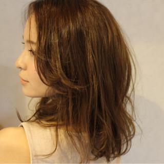 レイヤーカット ミディアム アッシュ ナチュラル ヘアスタイルや髪型の写真・画像