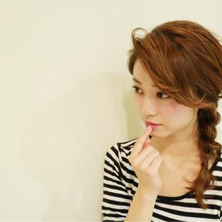 フェミニン セミロング 小顔 三つ編み ヘアスタイルや髪型の写真・画像 ヘアスタイルや髪型の写真・画像