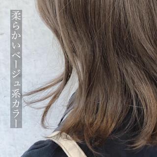 ミディアム アッシュベージュ ブラウンベージュ ナチュラルベージュ ヘアスタイルや髪型の写真・画像