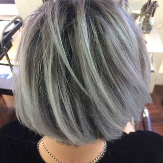 外国人風 暗髪 グラデーションカラー ショート ヘアスタイルや髪型の写真・画像