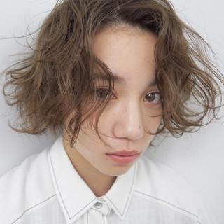 ショート アンニュイ くせ毛風 ナチュラル ヘアスタイルや髪型の写真・画像 ヘアスタイルや髪型の写真・画像