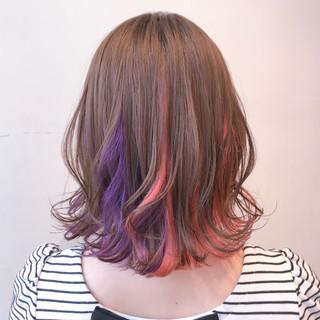 ミルクティーグレージュ インナーカラー ピンクベージュ フェミニン ヘアスタイルや髪型の写真・画像