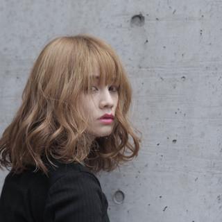 波ウェーブ ウェーブ ニュアンス ミディアム ヘアスタイルや髪型の写真・画像