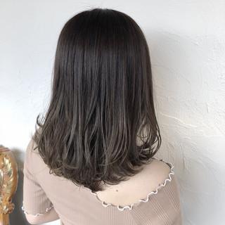 ミディアム コテ巻き 外ハネ ナチュラル ヘアスタイルや髪型の写真・画像