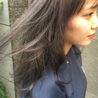 ミディアム ストリート ラベンダーグレージュ ヘアスタイルや髪型の写真・画像