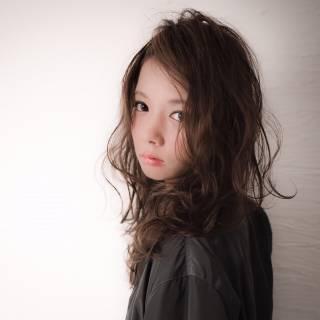 ボーイッシュ イルミナカラー フェミニン セミロング ヘアスタイルや髪型の写真・画像