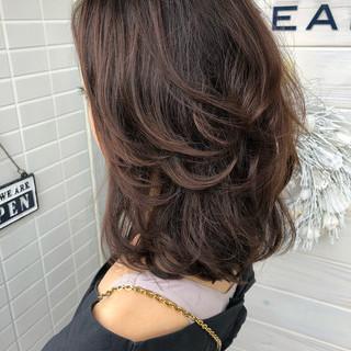 ミディアム フェミニン ゆるふわ レイヤーカット ヘアスタイルや髪型の写真・画像