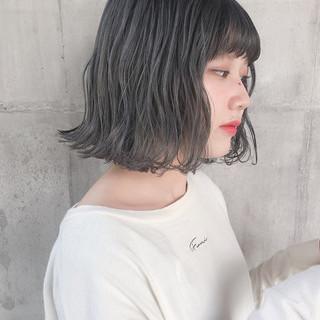 アッシュベージュ ナチュラル グレージュ 外ハネボブ ヘアスタイルや髪型の写真・画像